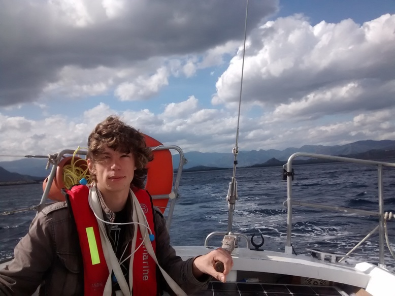 Le fier marin à la barre