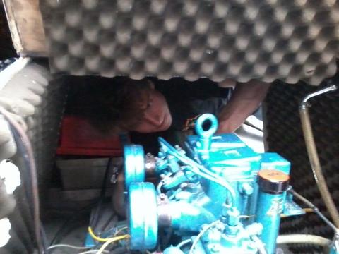 Quand on y connaît rien et qu'on a la tête dans le moteur, on fait cette tête.