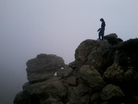 Le Voyageur contemplant une mer de nuages - vue de profil