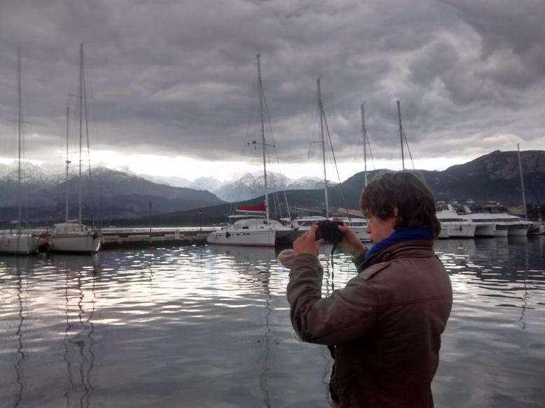 Félicien photographie le port